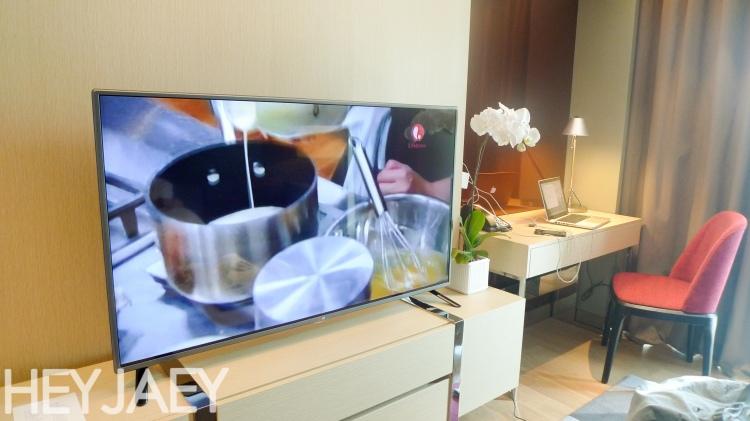 Novotel Araneta Manila Executive Suite living room
