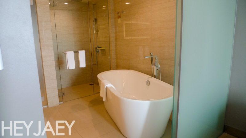 novotel araneta manila executive suite bath
