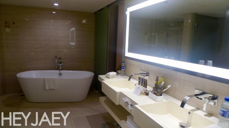 novotel araneta manila executive suite bath